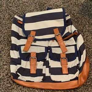 Magnetic clasp backpack
